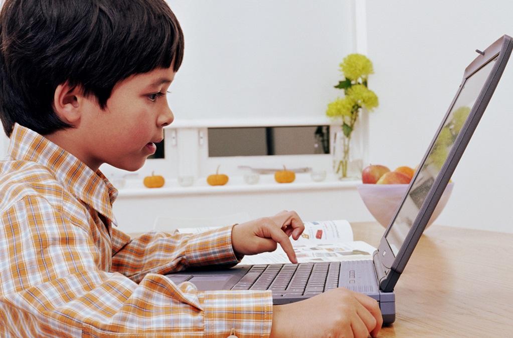 Картинки для детей играть в компьютере, красотка смешная