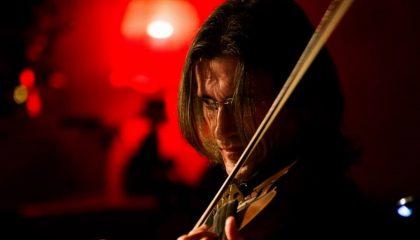 Знаменитый скрипач Эскендер Бекмамбетов и в Канаде не забывает Крым