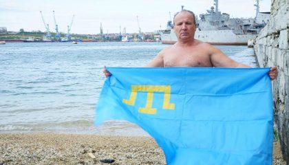 Крымский пловец совершил заплыв в память о жертвах депортации