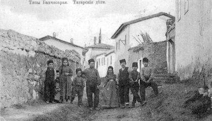 В старину крымскотатарских детей одевали по-взрослому