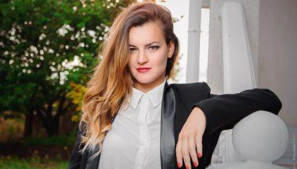 Реана Таркова – поющая учительница