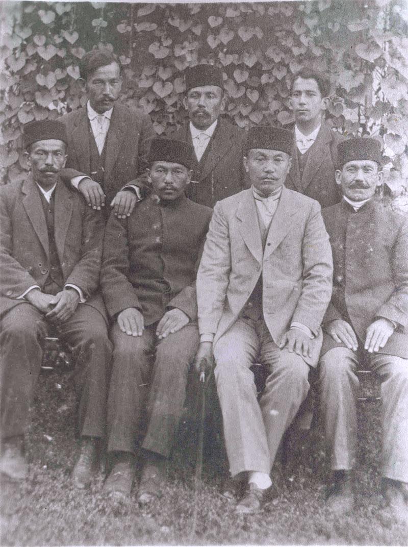Группа мужчин в Кезлеве. Дата неизвестна