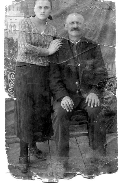 Житель Байдар Билял Барий и его дочь Урмус. 1937-1938 гг.
