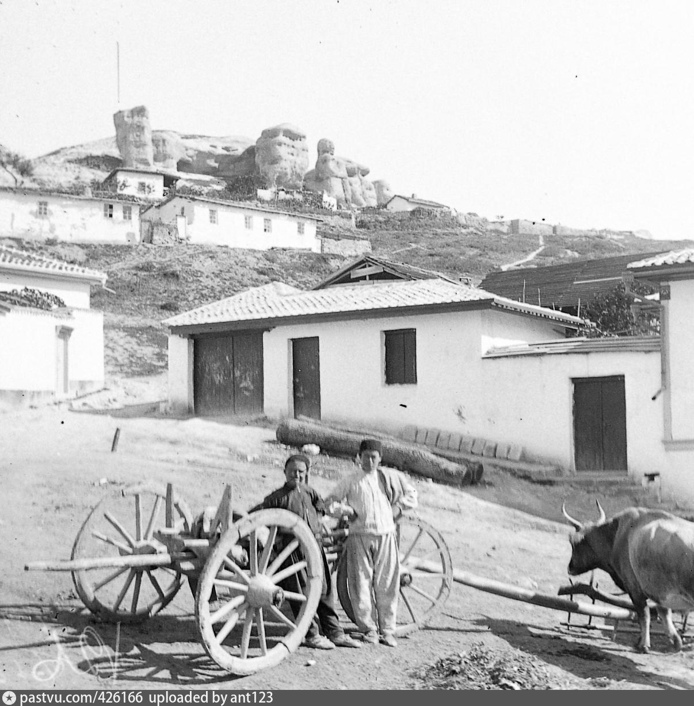 Это фото сделано в Бахчисарае в 1927 году