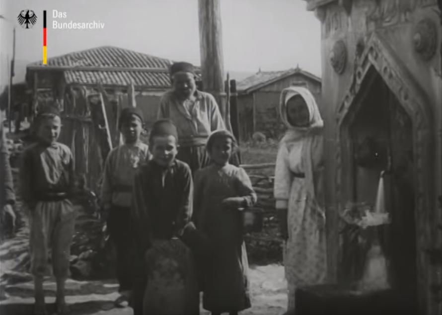 Фонтан в Байдарах. 1918 год. Кадр из кинохроники