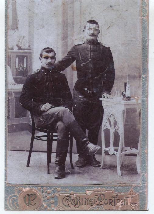 Уроженцы Байдар, военнослужащие Крымскотатарского кавалерийского эскадрона в царской армии Билял Бари с двоюродным братом Сеттаром. 1915 г.