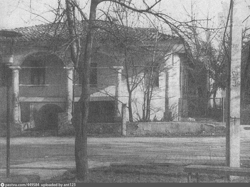 Бывшая резиденция Крымского хана Фатих-Гирея в Карасубазаре в 1736-1737 гг. Фото 1970-х годов