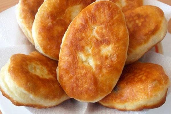 Жареные на дрожжевом тесте пирожки с мясом