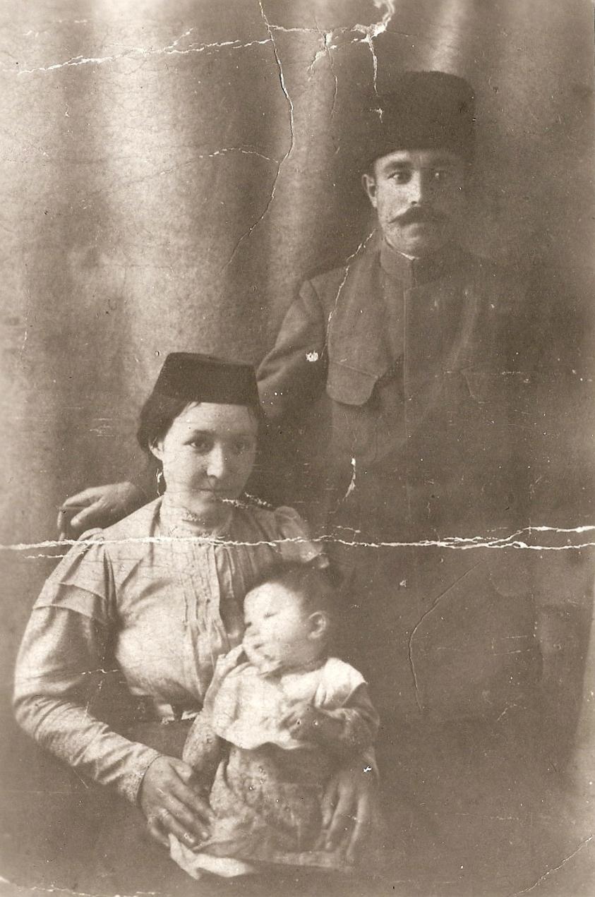 feodosiya-1918-god-esma-i-medzhit-s-docheryu-alide
